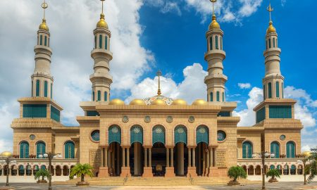 Masjid Islamic Center Samarinda, salah satu masjid termegah di Indonesia. Credit photo: hiveminer.com