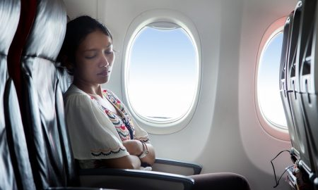 Tips tidur nyenyak saat long flight. Credit photo: Gap Year